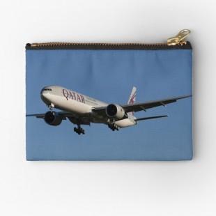 Qatar Airways Boeing 777 Zipper Pouch-by Londonimages