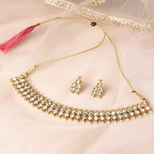 Off-White Gold-Plated Kundan-Studded Jewellery Set